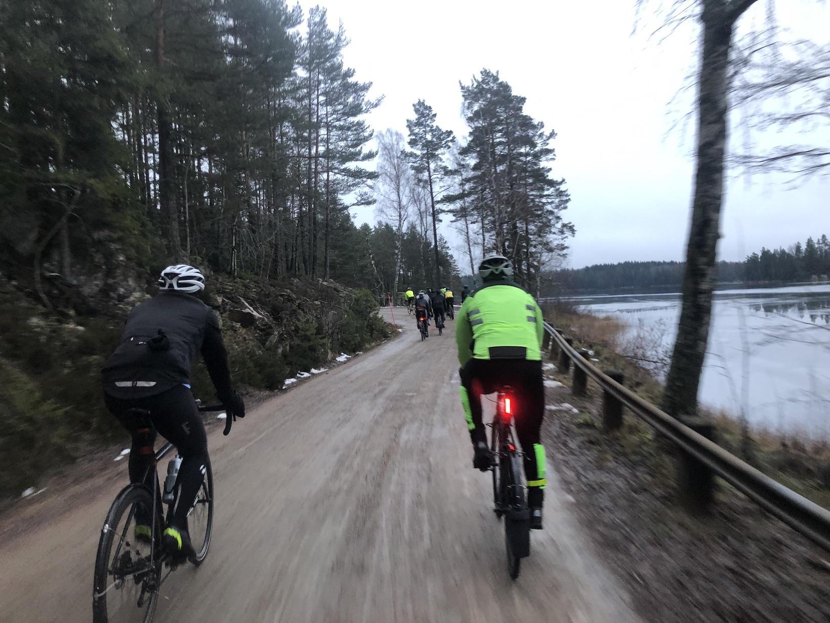 Vi fick verkligen en heldag. Klockan hann bli 22.45 innan vi var i mål  efter nästan 34 mils härlig vintercykling och vi fick avsluta tillsammans  med mat och ... 16b4fa33529ec
